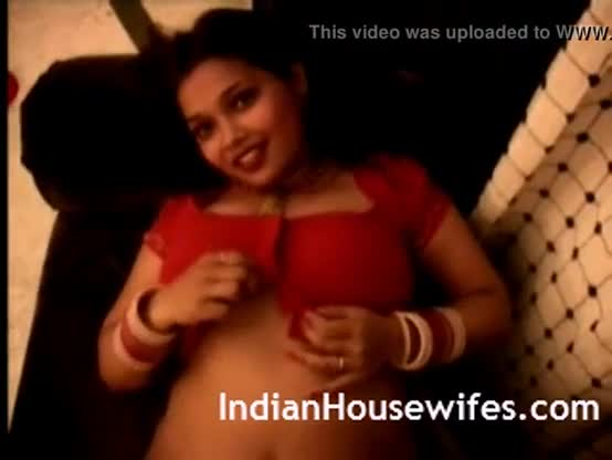 Shyna bhabhi in saree stripping