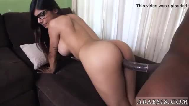 Fat arab man mia khalifa tries a big black dick