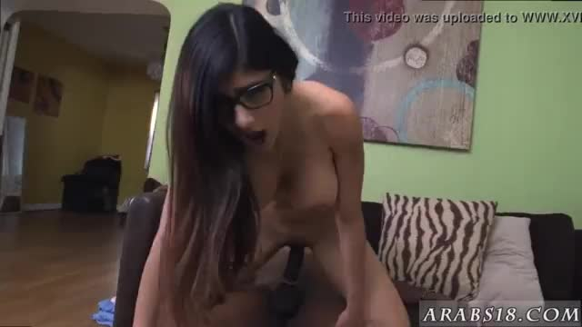 Sexy arab slut mia khalifa tries a big